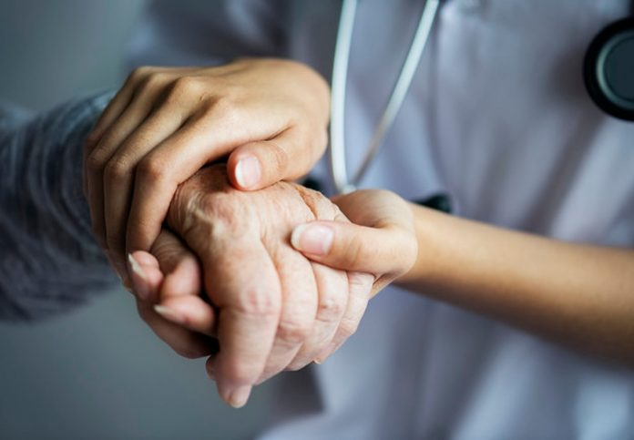Medicinska sestra u suzama govori o borbi s opasnom zarazom