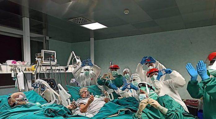 Medicinsko osoblje priredilo prekrasno iznenađenje starijem bračnom paru
