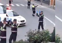 Policajci su izašli iz automobila, a stanari su se iznenadili kada su vidjeli što rade