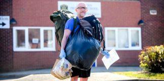 Učitelj hoda 8 kilometara na dan kako bi podijelio besplatne obroke učenicima