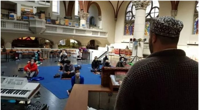 Crkva u Berlinu otvorila vrata muslimanima da obave svoje obrede