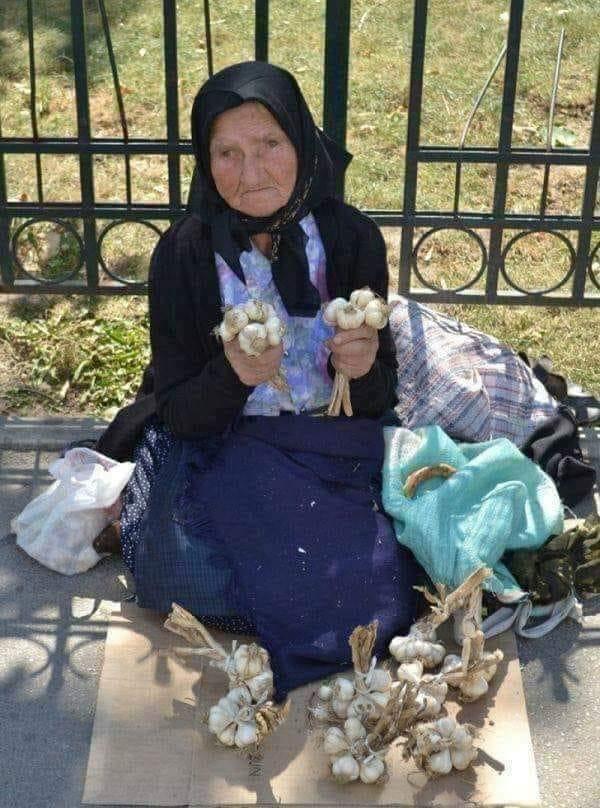 Priča o baki koja prodaje luk 1