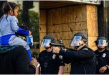 Fotografija s prosvjeda šokirala svijet: Djevojčica je samo gledala
