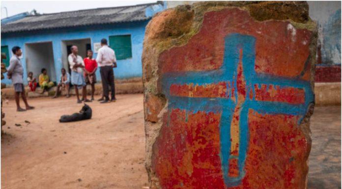 150 ljudi pretuklo pastora koji je molio za bolesnu osobu
