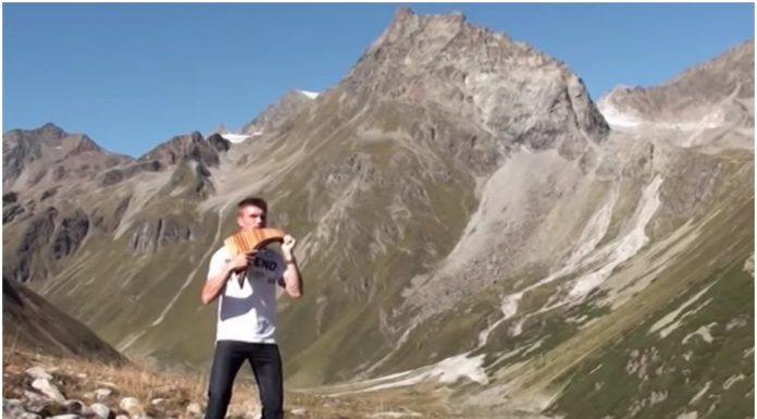 """Svirač Panove frule izveo """"Milost"""" u austrijskim planinama, postao je pravi hit"""