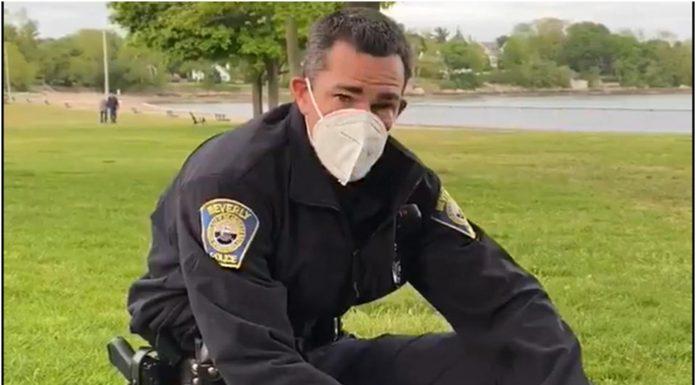 Policajac je prišao crnom paru i učinio nešto neočekivano