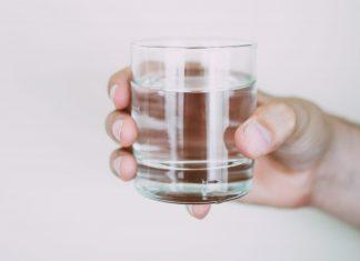 10 znakova koji pokazuju da ne pijete dovoljno vode