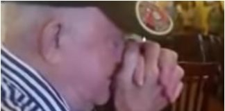 Gosti restorana su čuli da čovjek umire, priredili su mu iznenađenje