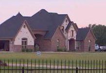 Dva dječaka su živjela sama u kući nakon što im je mama preminula