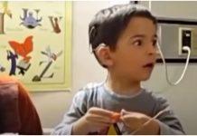 Dječak je prvi put čuo majčin glas