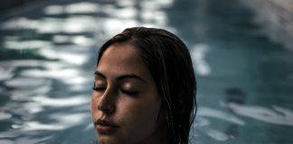 Sređena majka na bazenu je krila tužnu istinu koja je izašla na vidjelo
