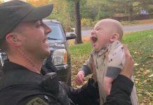 Beba se nije mogla micati, a policajac je znao da je svaka sekunda važna