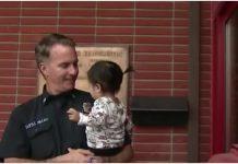 Majka predala bebu vatrogascima