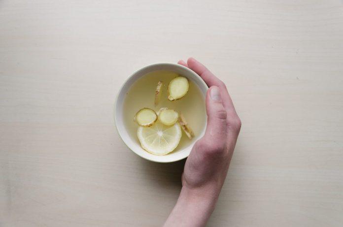 Čaj od đumbira i limuna