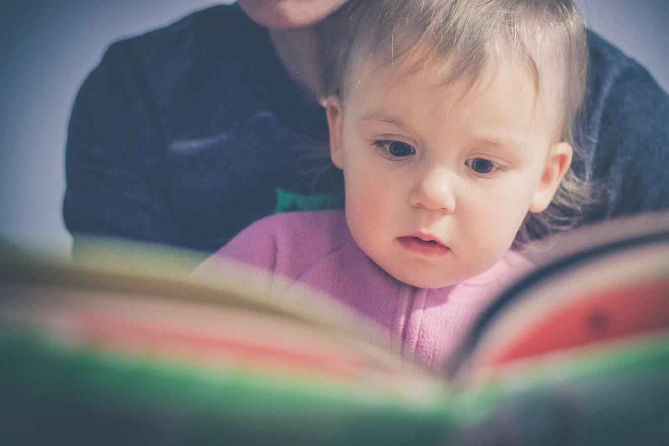Djeca kojoj roditelji čitaju imaju veliku prednost u odnosu na vršnjake
