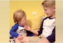 Dječak zapjevao posebnu pjesmu svom mlađem bratu s Downovim sindromom