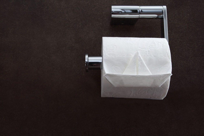 Krv na toaletnom papiru