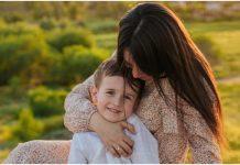 Nakon sinove smrti, majka vas potiče da zagrlite djecu jače