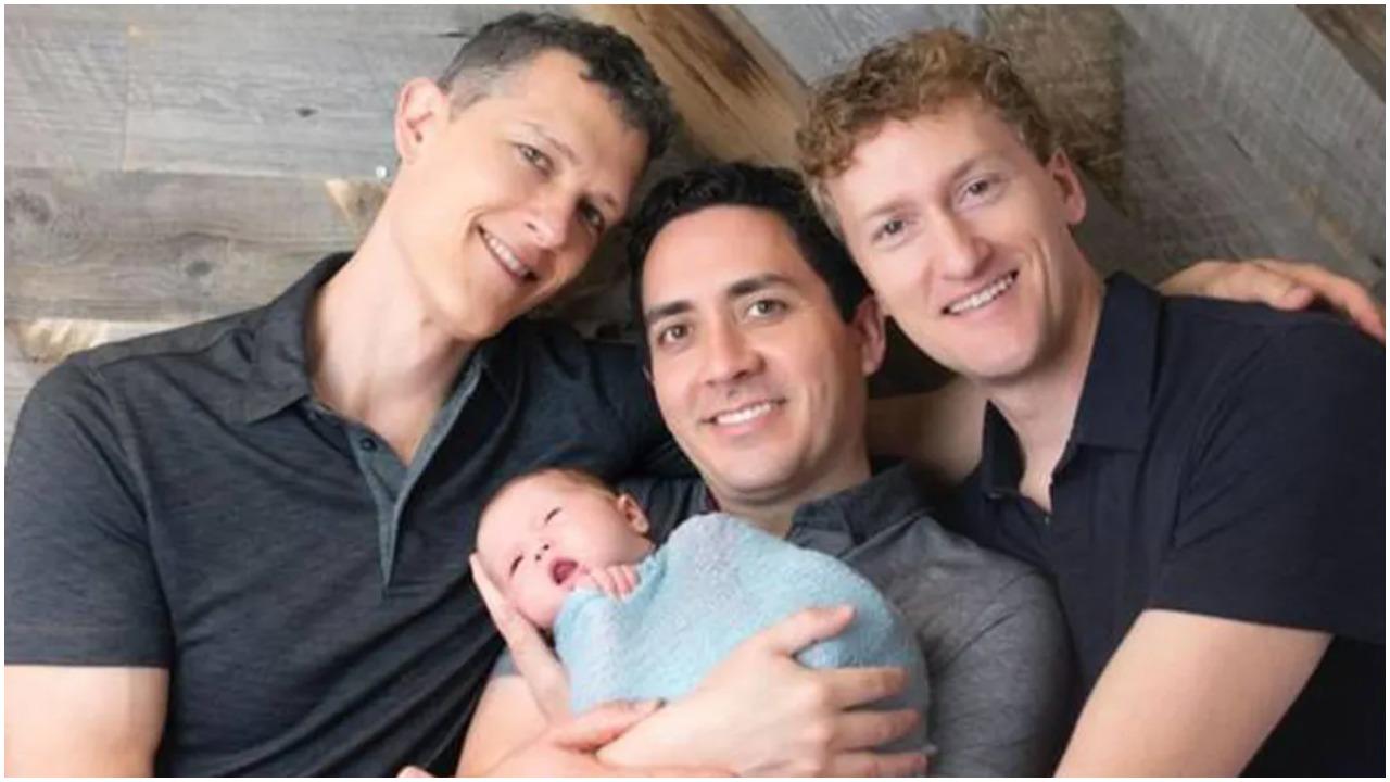 Beba ima tri tate