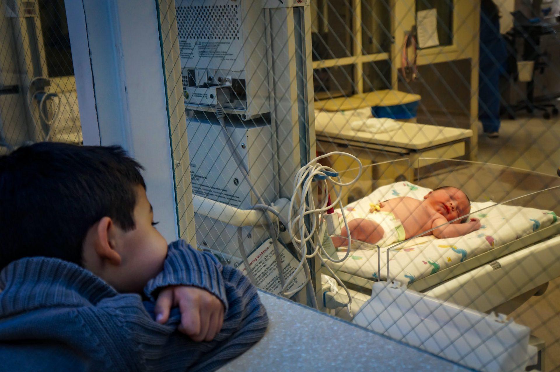 Osoblje britanske bolnice zamijenilo izraz ''majka'' s terminom ''roditelj koji rađa''