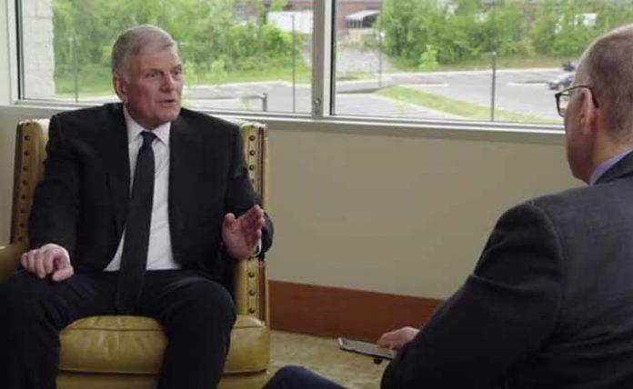 Graham ohrabruje pastore da svoje crkve informiraju o cjepivu