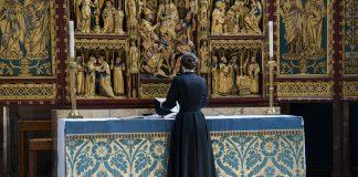Je li u redu da žena propovijeda ili vodi crkvu?