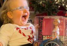 Invalidna djevojčica dobila Barbie koja izgleda poput nje: Njezina reakcija sve govori