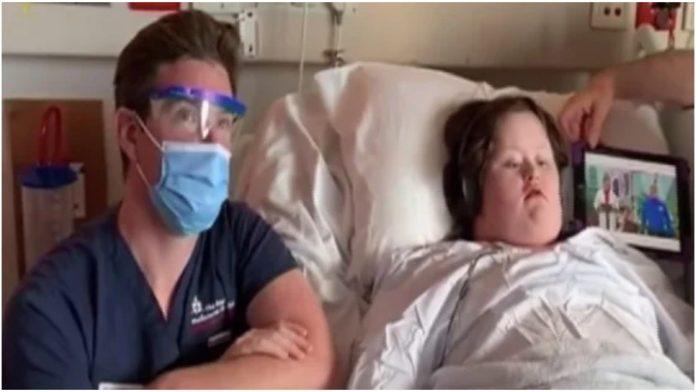 Medicinski tehničar i pacijentica s Downovim sindromom