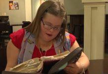 Djevojka s Downovim sindromom ručno prepisala cijelu Bibliju