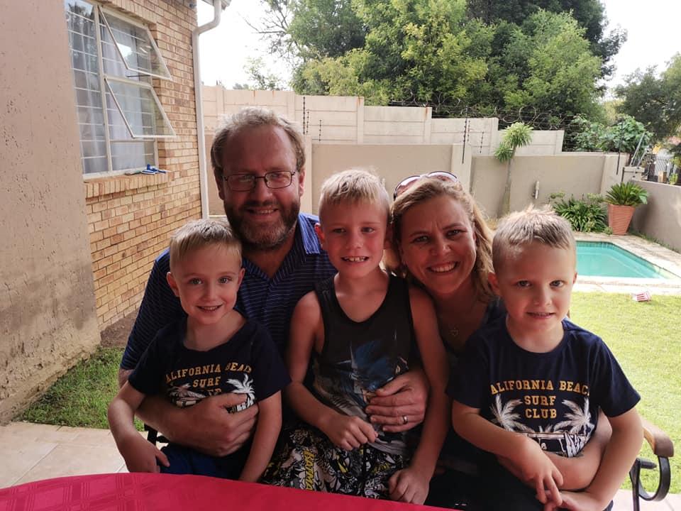 Kršćanski par s djecom
